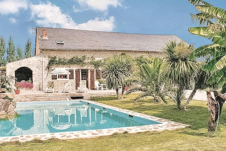 Holiday cottage with 3 bedrooms on 130m² in Les Magnils Reigniers