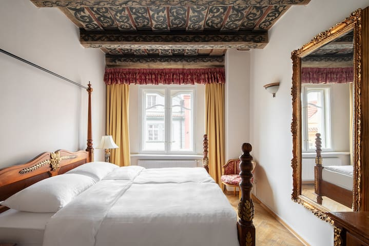 Historic Deluxe Suite in Malá Strana