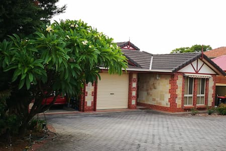 Cosy Family Home * 6km to Rundle Mall * Free WIFI