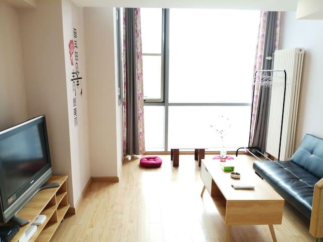 【清风小筑】白云边中昂时代广场整套1居室阳光大飘窗,42平米给你家的温暖!周边配套设施齐全!