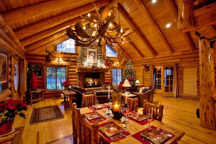 3BR+Loft Rustic Log Home Near SLC Area Ski Resorts - ไฮแลนด์