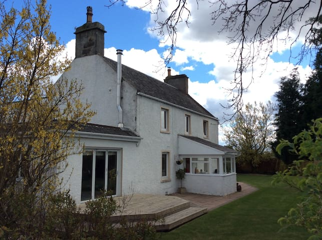 Spacious Farmhouse near Stirling - Stirling - Hus