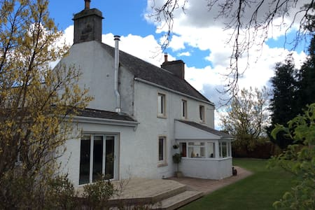 Spacious Farmhouse near Stirling - Stirling - Rumah