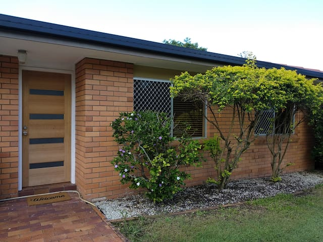 Quiet and cozy, close to garden city and sunnybank