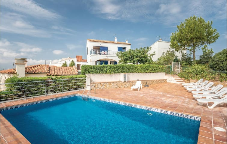 Holiday cottage with 3 bedrooms on 100m² in L'Escala