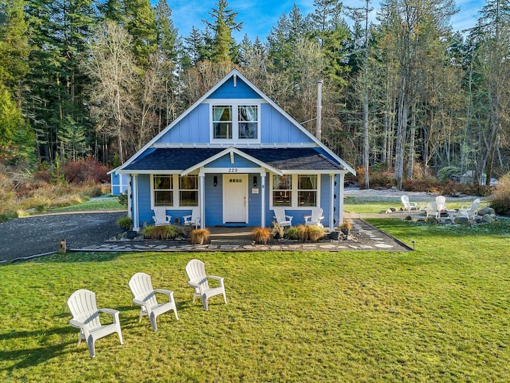Charming Cottage near Roche Harbor! Newly Listed! (Blue Sea Bungalow)