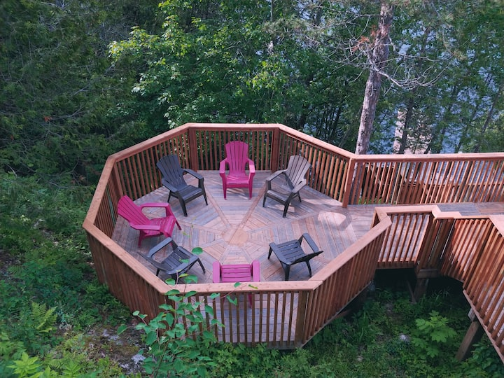 "The ""Eagles Nest"" - Traditional Muskoka cottage"