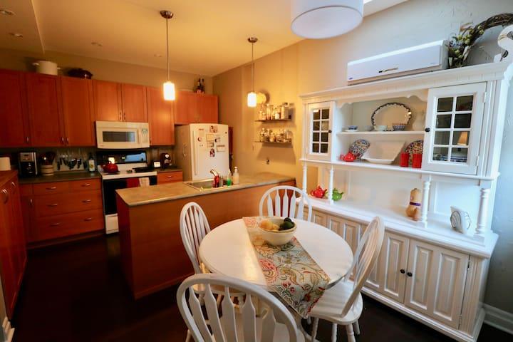 Beautiful home in trendy Locke Street area - Hamilton - Casa