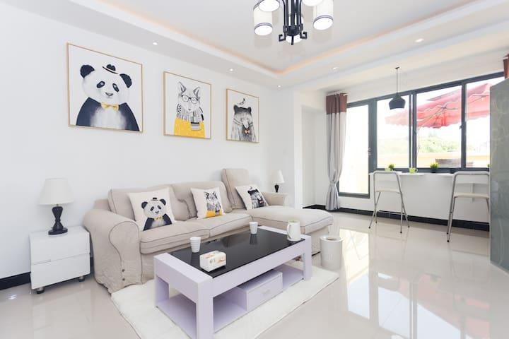 C5纳美|2号线地铁口 迪士尼机场包接送代订门票成人330元大阳台两室 - 上海市 - Apartment