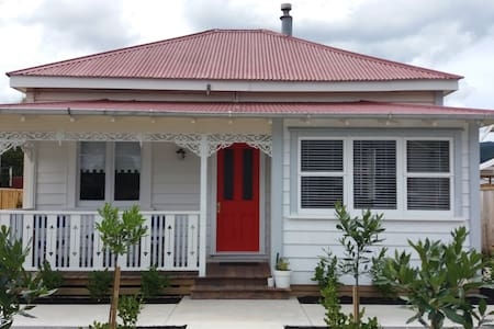Paeroa Railway Cottage - right in the town centre!