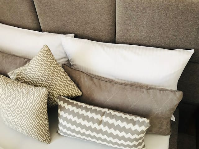 Dwuosobowe przytulne łóżko