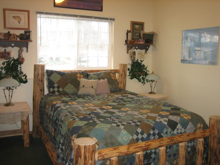 Lake Lucille B&B, Fireweed Room with Breakfast!