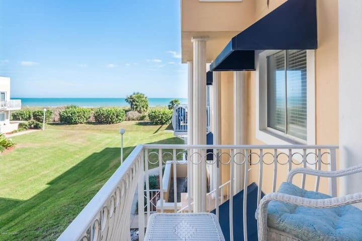 Beautiful 1/1 Ocean View Condo w/Beach Access!!