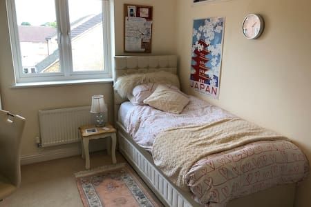 Cosy Single Luxury Room Female Only #YourCosySpace