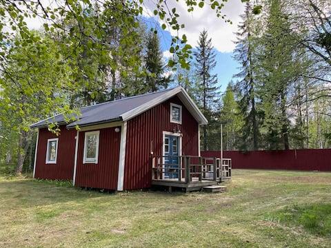 Accogliente Rätansbyn vicino a stazioni sciistiche, natura e pesca.