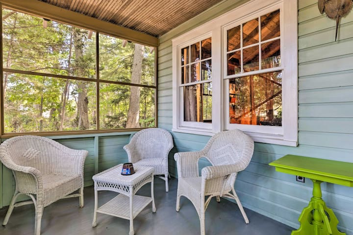 Southold Cottage w/Deck+Grill - Walk to Beach