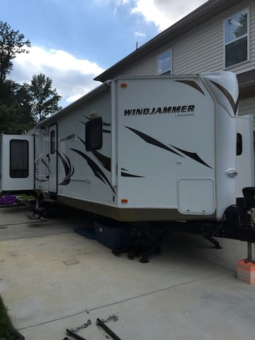 RV on Private Property near DC - Clinton - Camper/RV