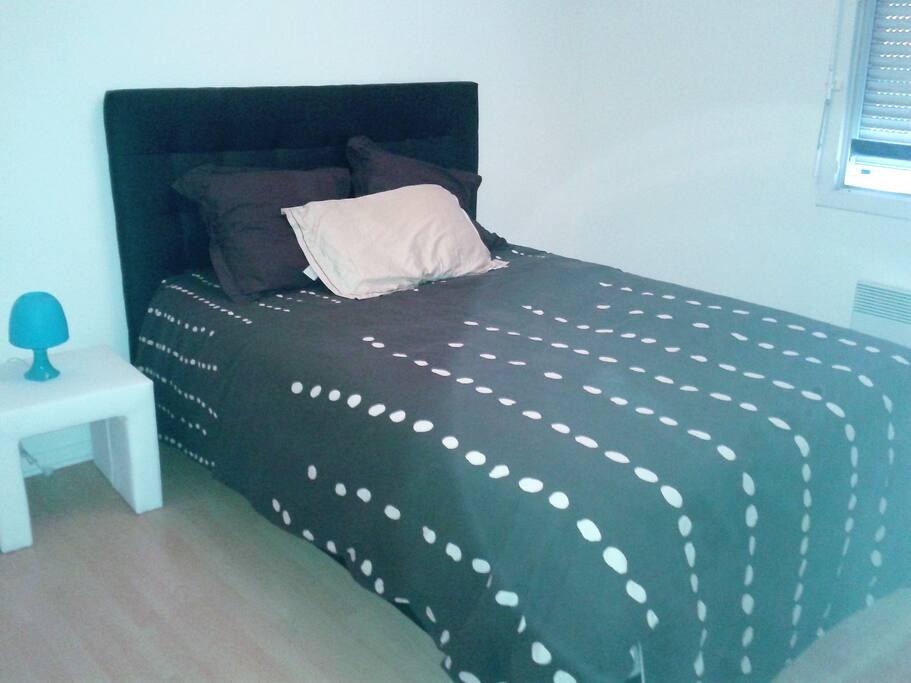 lit 2 places , placard avec rangements