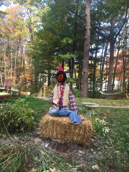 Even the scarecrow is here to welcome you!