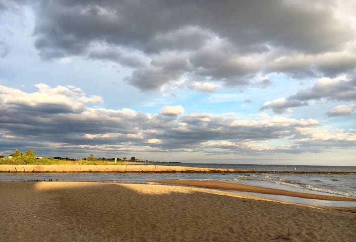 ~Beach Getaway~   Close to Town & Trails!
