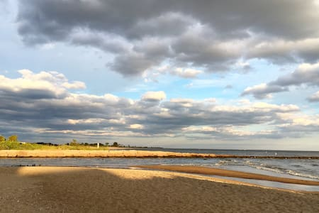 ~Beach Getaway~ | Close to Town & Trails!