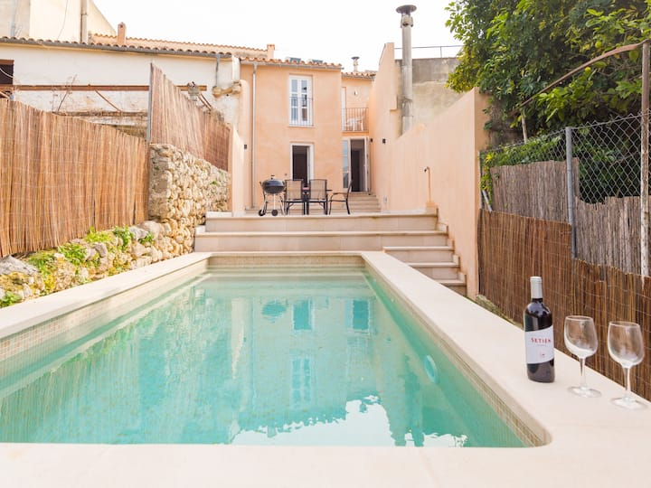 Beautiful renovated house with pool in Campanet.