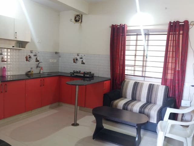 Independant furnished 1 bed flat AC room