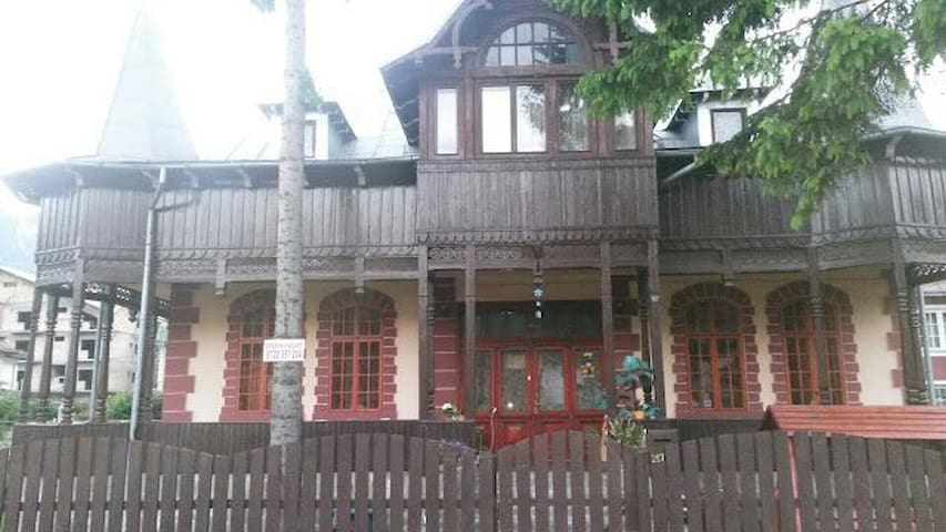 Casa Frasin - Bușteni - Huis