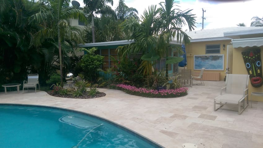 Florida Apartment @ Pairadice Palms
