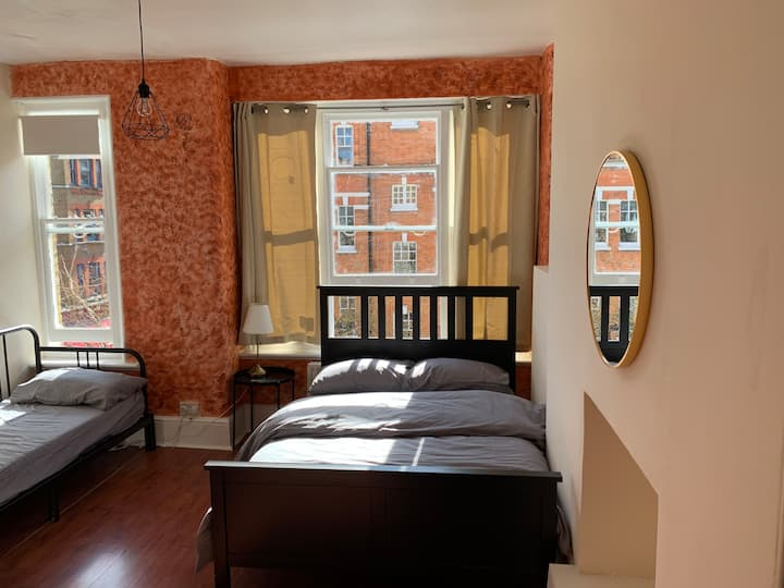 Great room with private kitchen in *Oxford Circus*