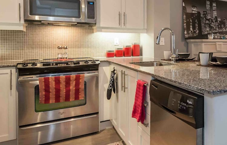 One bedroom + private bathroom in Liberty Village