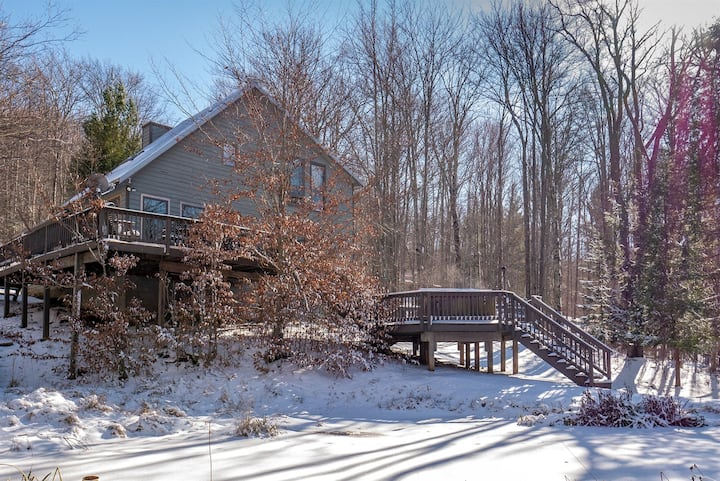 Bear Run - Lake Access, Dog Friendly, Hot Tub, Private Lot
