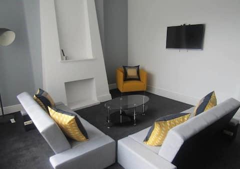 Spacious Modern Two Storey Apartment Liverpool