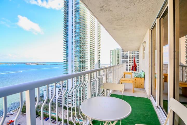 Ocean Views Lux Miami Brickell | King Bed Sleeps 6