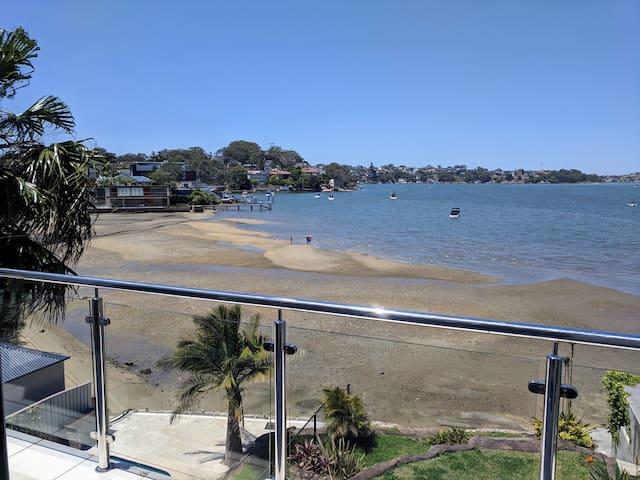 Tranquil Beach Retreat 25 Mins to Airport+CBD