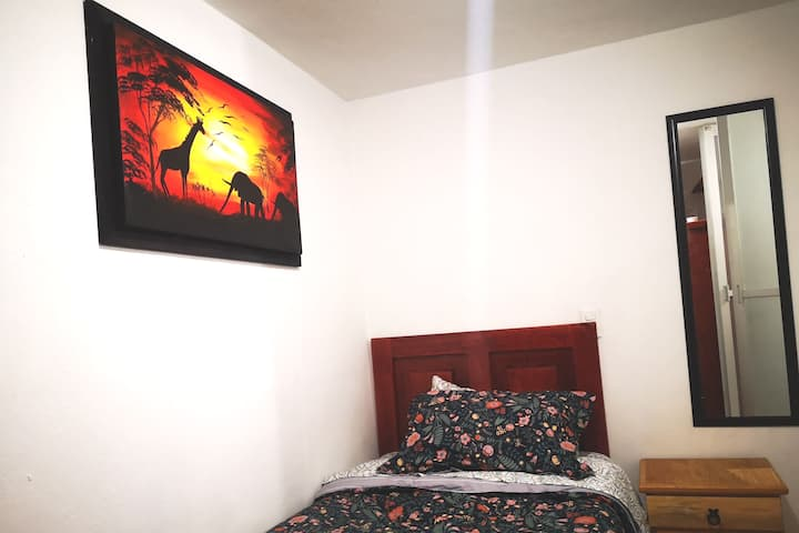 6 Habitación con cama individual y baño privado