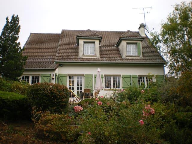 MAISON DE CAMPAGNE AVEC PISCINE - Courpalay - Casa