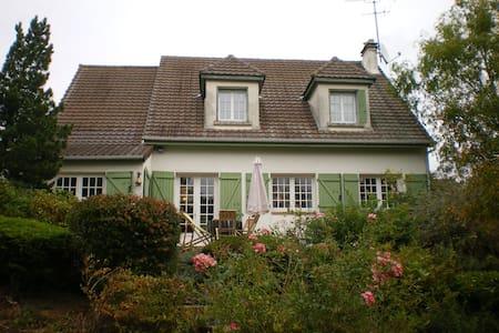 MAISON DE CAMPAGNE AVEC PISCINE - Courpalay - บ้าน