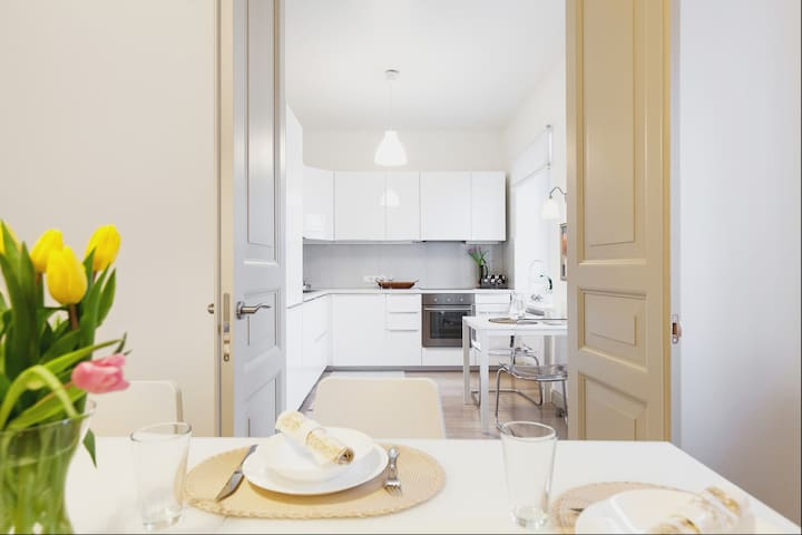 4bedroom/2bathroom Old town apartment with balcony