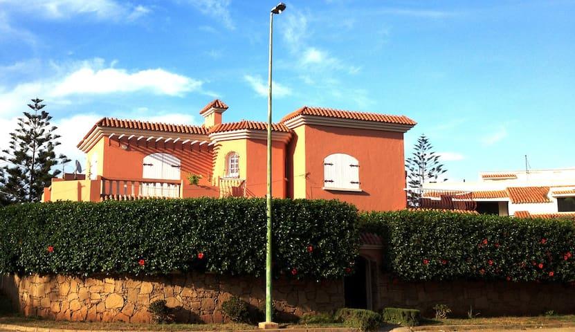 Villa 350m² bord de mer avec jardin - Mohammedia - Huvila
