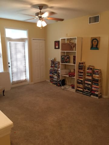 Cozy, quiet room right near the beach. - Bradenton - Apartment