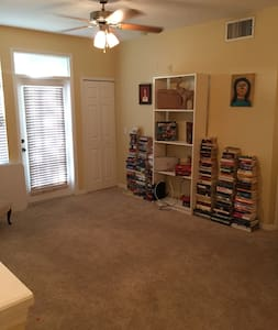 Cozy, quiet room right near the beach. - Bradenton