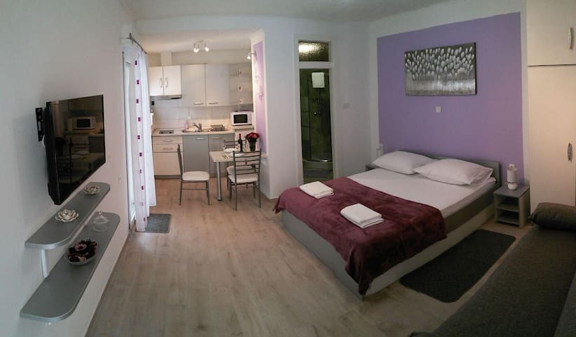 Studio flat with terrace and sea view Trogir (AS-11684-a) - Trogir - Other