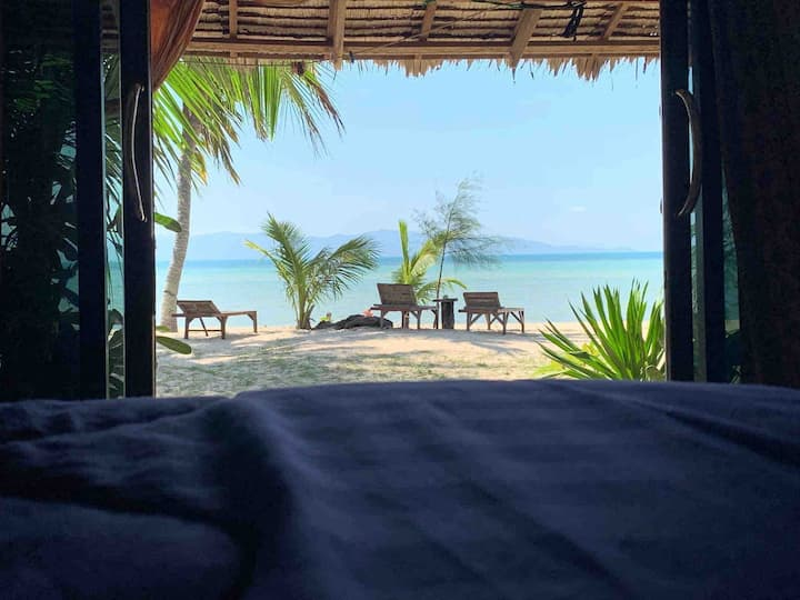 Deluxe Bungalow on the beach....