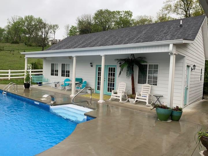 Pool House Oasis!