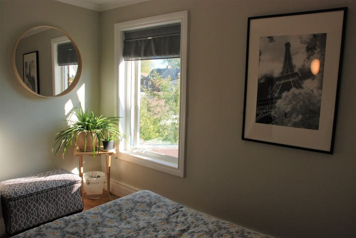 Lovely room, fantastic central neighbourhood!