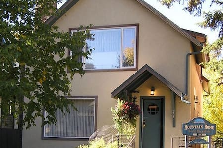 Mountain Home Bed & Breakfast - Banff - 住宿加早餐