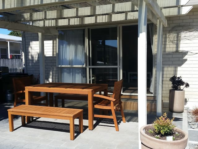 600m from Orewa Beach and Estuary - Orewa - Hus