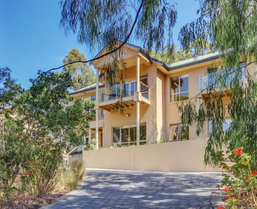 Quiet foothills location but close to city (15mins), beach (15 mins) and vineyards (30mins)