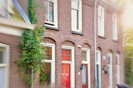Double bedroom + free parking at 5 min walking - Utrecht - Maison